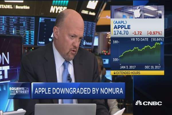 Cramer defends Apple after rare downgrade, saying earnings call 'directly contradicts' report