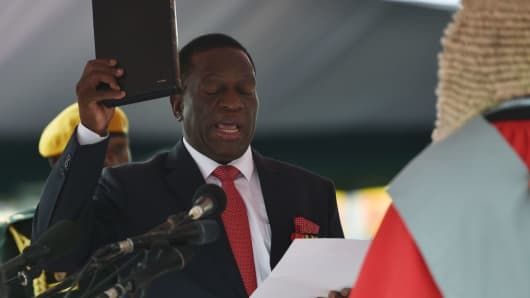 Zimbabwean interim President Emmerson Mnangagwa is officially sworn-in during a ceremony in Harare on November 24, 2017.