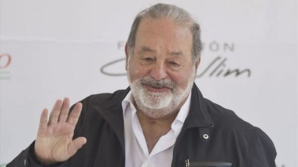 Mexican billionaire Carlos Slim reportedly will cut his stake in New York Times nearly in half