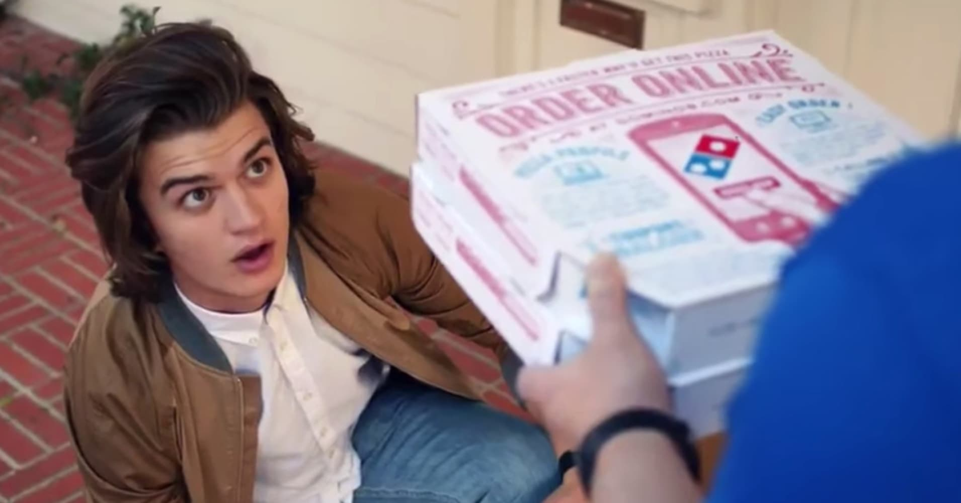Stranger Things actor Joe Keery recreates an iconic Ferris Bueller scene in a Dominos ad.