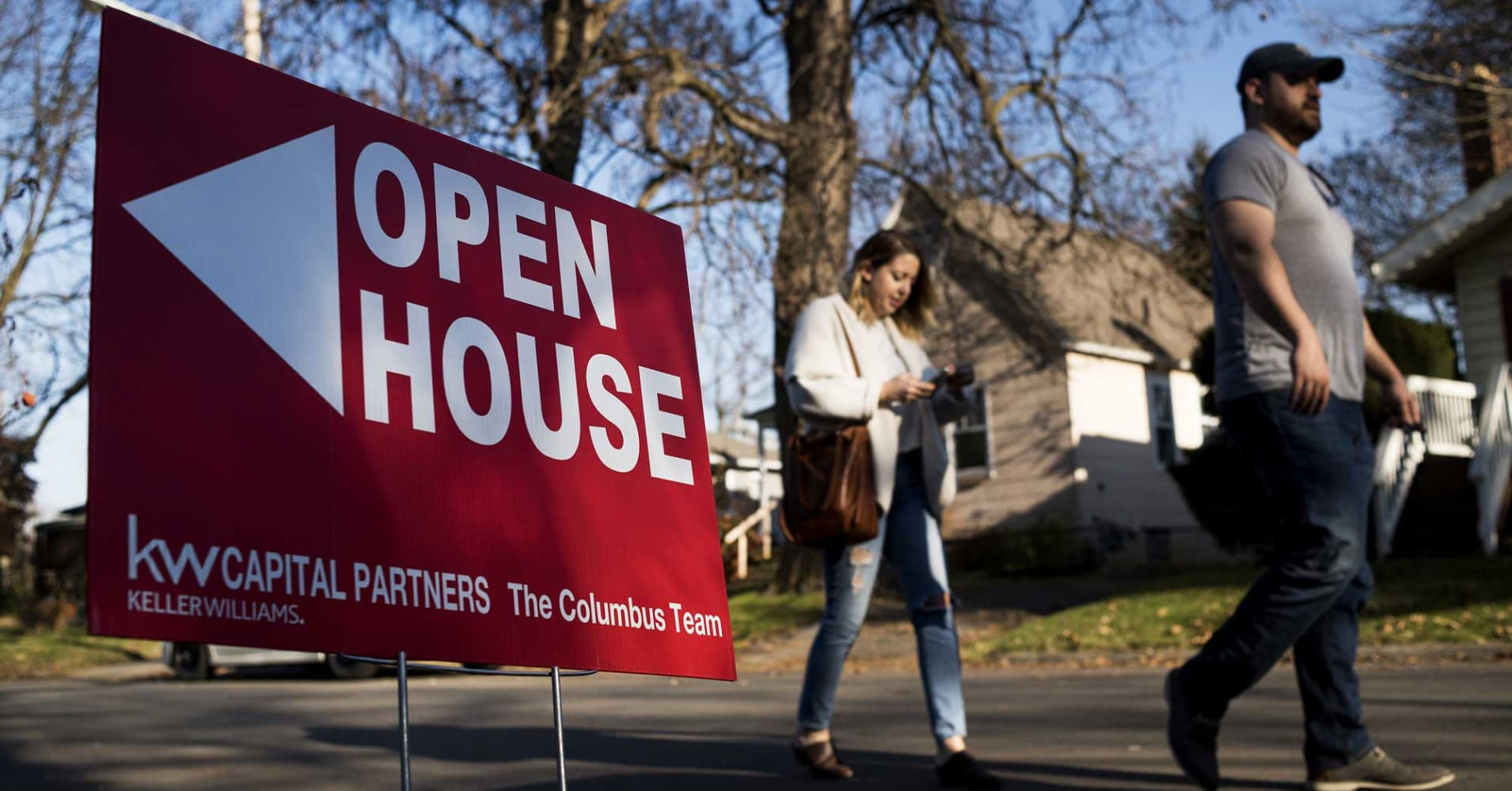 cnbc.com - Diana Olick - Weekly mortgage applications rise 1.6% as interest rates hit a 7-year high
