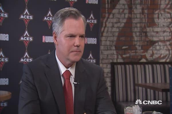 MGM CEO Jim Murren bets big on sports