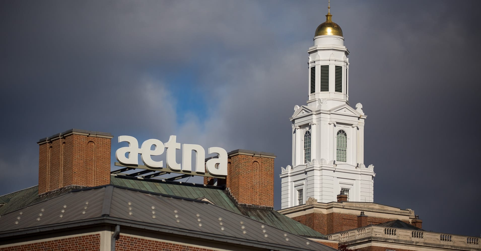 Jury tells Aetna to pay $25 million to late cancer patient's family