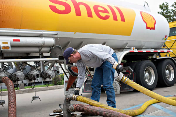 A driver delivers 7,500 gallons of unleaded gasoline to a Shell station in Peoria, Illinois.