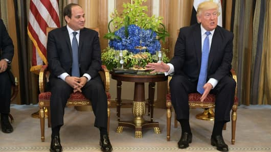 President Donald Trump (R) and Egyptian President Abdel Fattah al-Sisi take part in a bilateral meeting at a hotel in Riyadh on May 21, 2017.