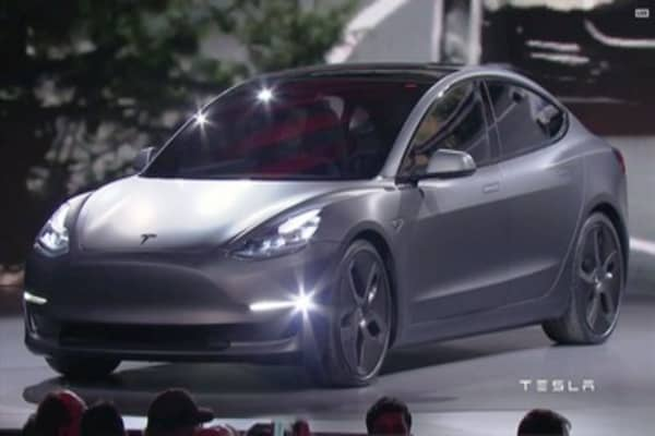 Tesla Model 3 challenges and cash burn may overshadow delivery numbers