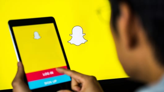 Techmeme: SEC filing: Snap CFO Tim Stone, who joined from Amazon in