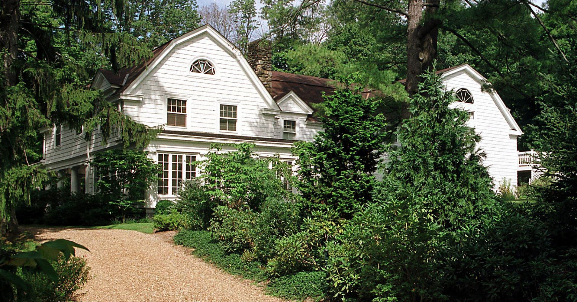 Fire breaks out at Hillary and Bill Clinton's house in Chappaqua