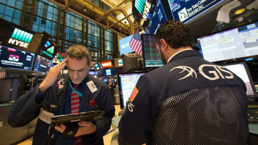 Dow Breaks 25000 Barrier for First Time