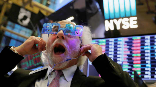 Trader Peter Tuchman reacts as the final day of trading for the year draws to a close at the New York Stock Exchange (NYSE) in Manhattan, New York, U.S., December 29, 2017.