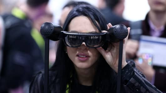 LAS VEGAS, USA - JANUARY 08 : A woman tries virtual reality and wearable technology product during the 2017 Consumer Electronics Show in Las Vegas, Nevada, USA on January 08, 2017. (Photo by Bilgin S. Sasmaz/Anadolu Agency/Getty Images)