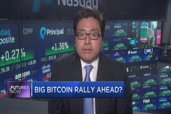 Tom Lee: Buy bitcoin over stocks in 2018
