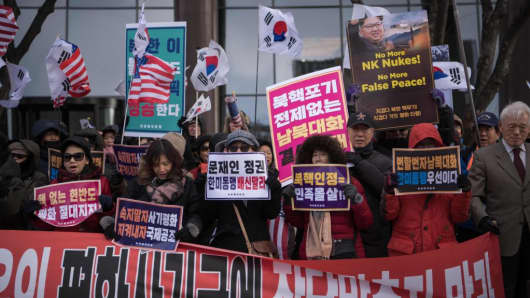 Anti-North Korea activists stage a demonstration in Seoul on January 9, 2018 after North Korea said it was willing to send athletes and a high-level delegation to the forthcoming Winter Olympics.