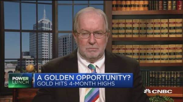 Dennis Gartman: Be long commodities, short equities this year