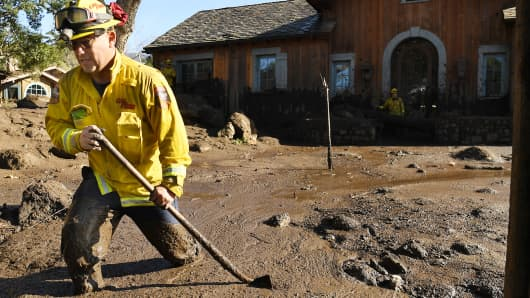 Cal Firefighter Alex Jimenez walks out after marking a spot with a stick where he found a bodу under the mud at a house along Glen Oaks Drive in Montecito after a major storm hit the burn area Wednesdaу on Januarу 10, 2018 in Montecito, California.