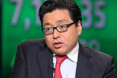 Bitcoin bull Tom Lee stands by his reduced year-end $15,000 target despite nosediving prices