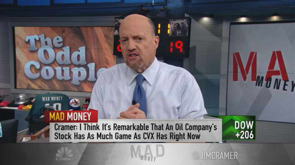 Cramer explains the nonsensical action in oil and airline stocks