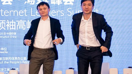Jack Ma (L), chairman of Alibaba Group and Li Yanhong, CEO of Baidu.com.