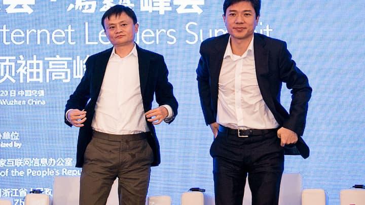 Jack Ma (L), chairman of Alibaba Group and Li Yanhong, CEO of Baidu.com.
