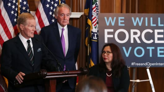 Sen. Bill Nelson (D-FL) (L) is flanked by Ed Markey (D-MA) and Tammy Duckworth (D-IL)while speaking about a Congressional Review Act (CRA) resolution that would undo action by the FCC and restore the 2015 net neutrality rules, on Capitol Hill January 9, 2018 in Washington, DC.