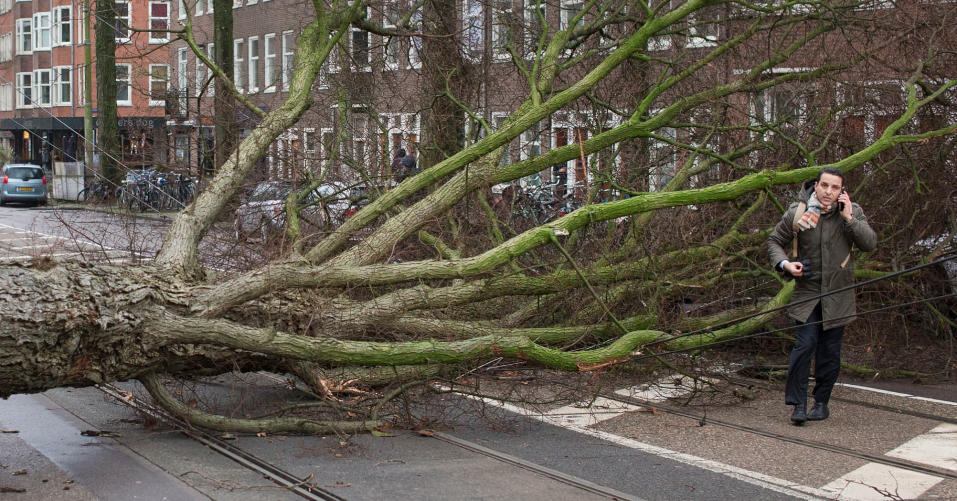 3 dead as monstrous winds lash Europe, creating travel nightmare