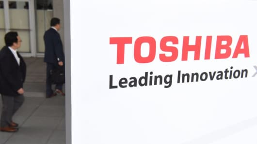 People head for the shareholders meeting of Toshiba, to demand answers over $18 billion sale of its memory chip business on October 24, 2017.
