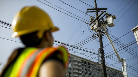 Puerto Rico's governor pushing to privatize electric utility