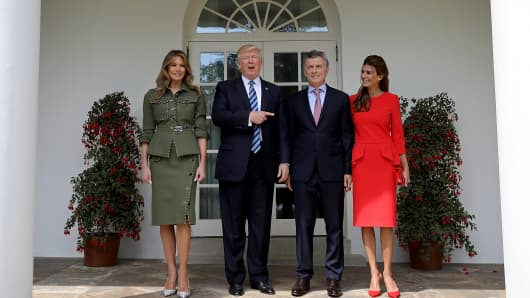 U.S. President Donald Trump and first lady Melania Trump (L) welcome President Mauricio Macri of Argentina and the first lady of Argentina, Juliana Awada (R), to the White House shortly before meeting in the Oval Office April 27, 2017 in Washington, DC.
