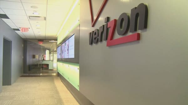 Verizon says many workers will receive shares of stock