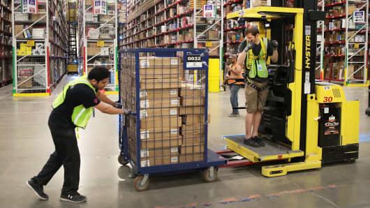 GS: Amazon fulfillment center warehouse 170802