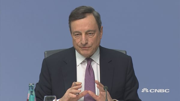 Euro spikes as Draghi delivers press conference