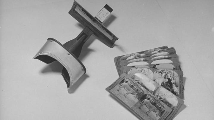 Stereoscope & cards used in teaching.