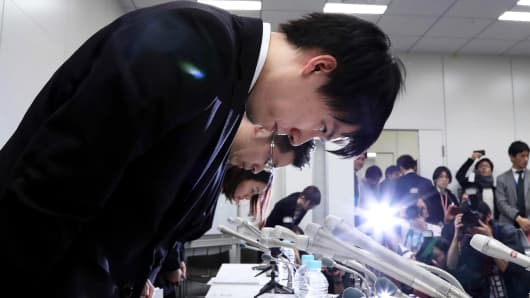In this picture taken on early January 27, 2018, Coincheck president Koichiro Wada (L) bows in apology at the end a press conference in Tokyo. Japan's government said on January 29 it would impose administrative measures on virtual currency exchange Coincheck after hackers stole hundreds of millions of dollars in digital assets from the Tokyo-based firm.