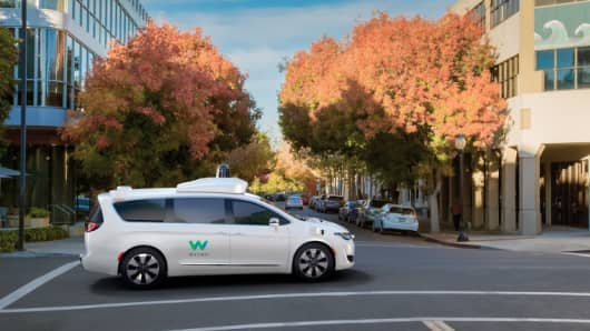 Chrysler Pacifica hybrid minivan that's party of Waymo's fleet