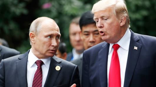 US President Donald Trump and Russia's President Vladimir Putin at the Asia-Pacific Economic Cooperation on November 11, 2017.