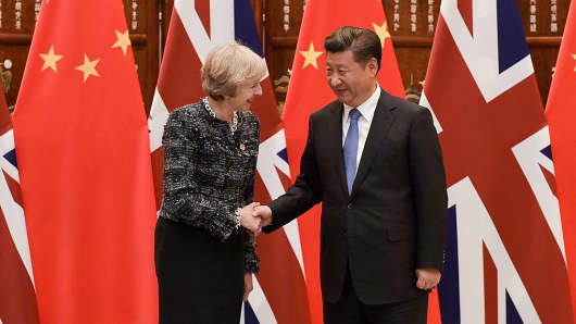 Chinese President Xi Jinping shakes hand with British Prime Minister Theresa May on September 5, 2016.
