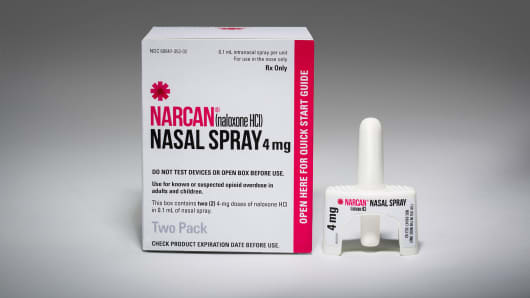 Narcan nasal spray quickly reverses an overdose from heroin and prescription painkillers. Adapt Pharma, the maker of the drug, is offering it to high schools across the country for free.