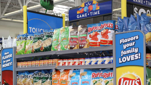A Super Bowl chip display by Pepsi.