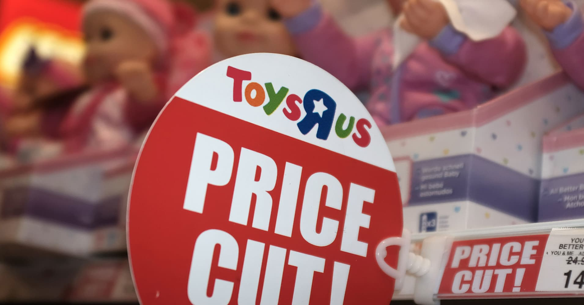 Toys R Us' poor holiday sales cast doubts on its future