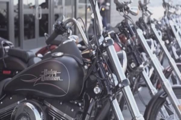 Harley-Davidson forecasts drop in shipments this year, sending shares lower