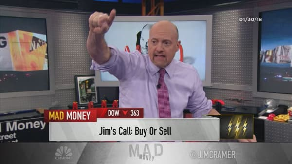 Cramer's lightning round: AT&T's cash flow could get a boost