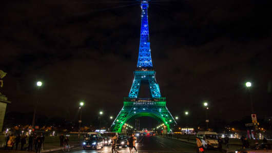 The Eiffel Tower in the colors of the new summit on the climate organized by French President Emmanuel Macron on December 12, 2017.