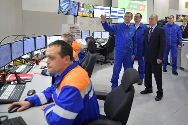 Russian President Vladimir Putin inspects Yamal LNG, Russia's second liquefied natural gas plant, which is under construction in the Arctic port of Sabetta, Yamalo-Nenets district, Russia December 8, 2017.