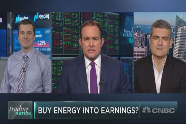As energy giants Chevron and Exxon report earnings, are either worth a buy?