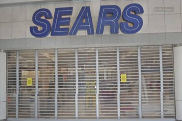 Sears lays off 220 employees at corporate offices