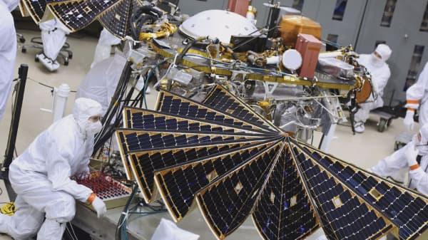 Here's what NASA's $830 million lander to Mars looks like