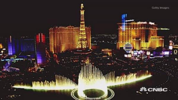 Las Vegas Strip casinos see gambling revenues drop for three months straight