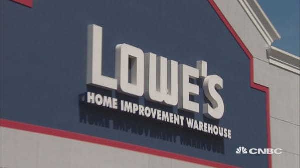 Lowe's to give some employees bonuses of up to $1,000 and expand benefits due to tax reform