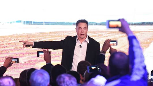 Plan for virtual power plant draws Tesla back to South Australia
