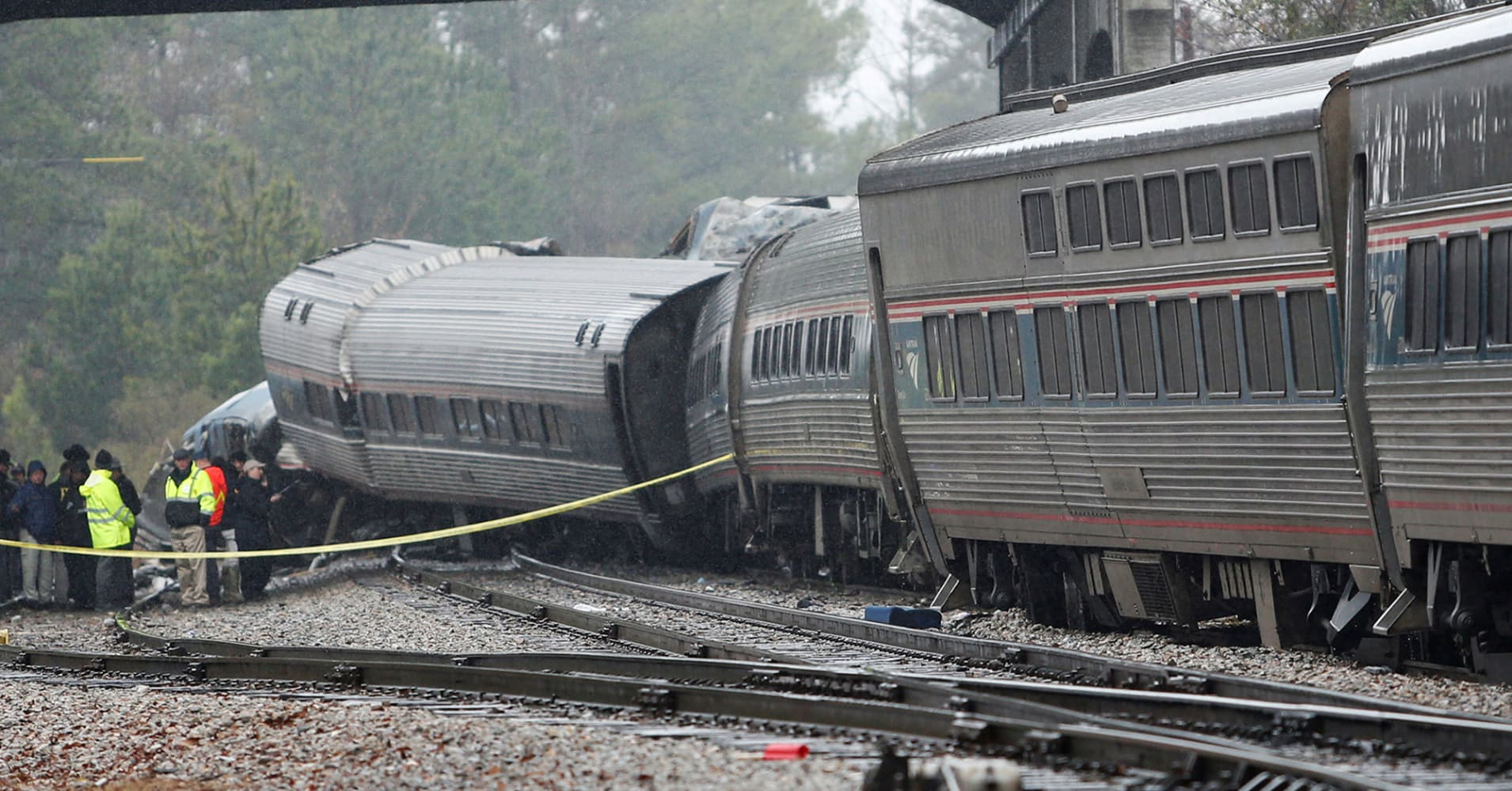 amtrak blames freight train operator csx for its deadly south carolina crash. Black Bedroom Furniture Sets. Home Design Ideas
